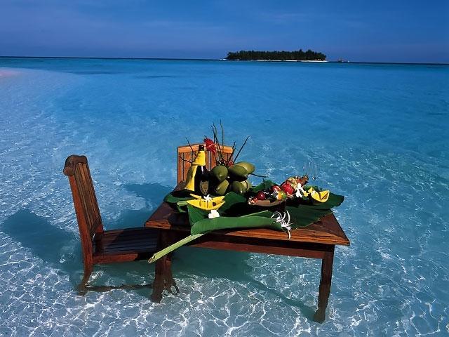 romanticheskij-uzhin-maldivy